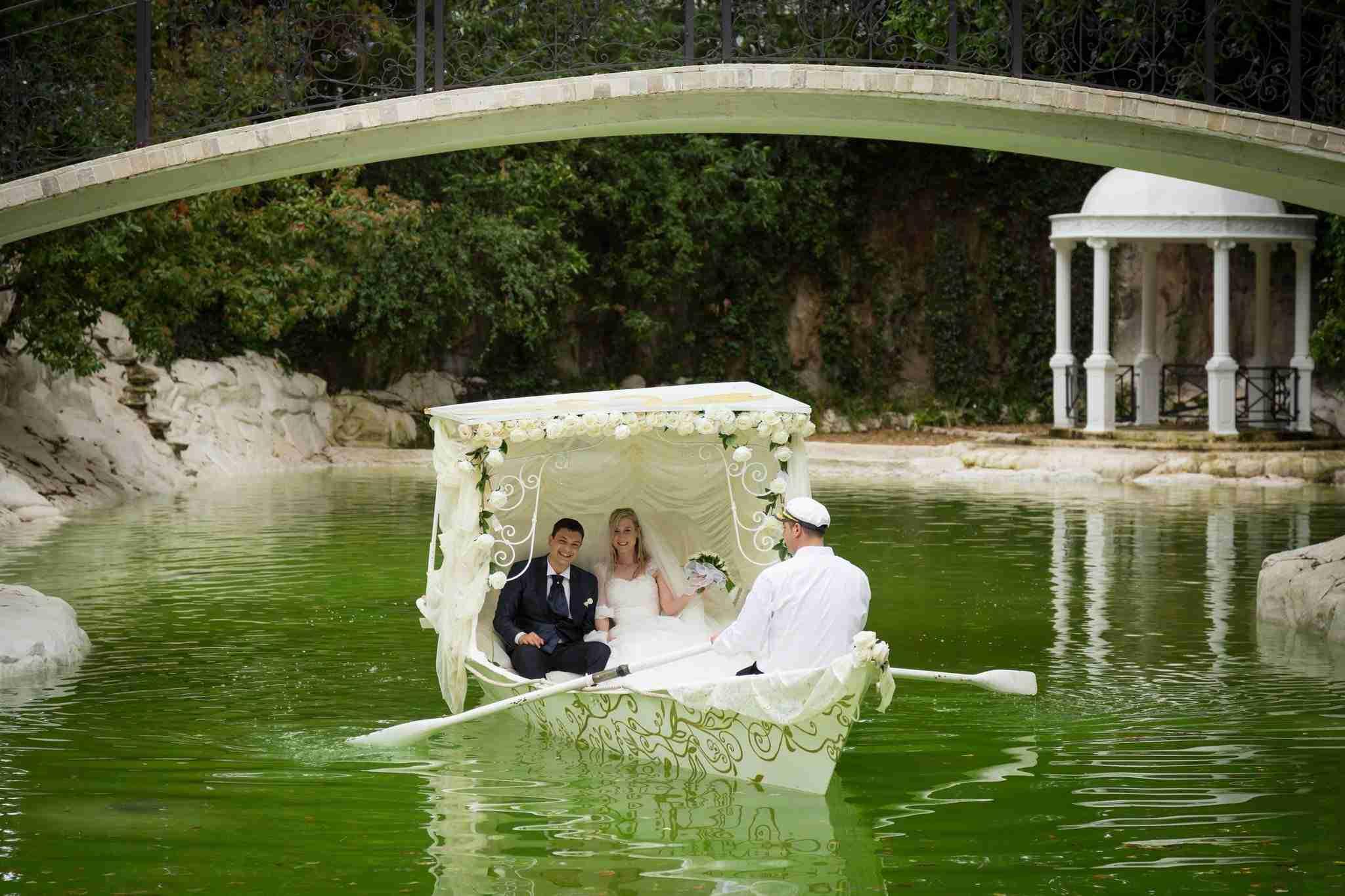 Matrimonio in Villa lago dei cigni: gondola, lago