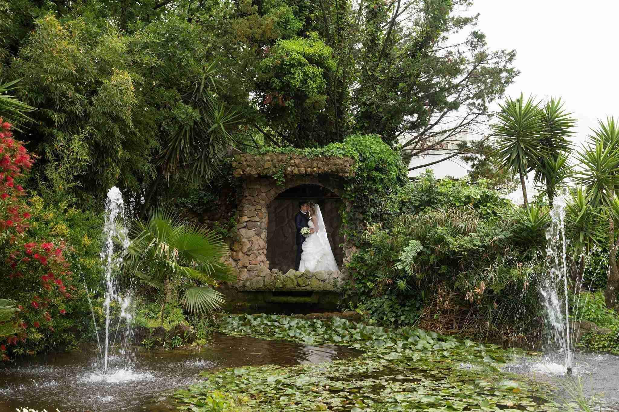 Matrimonio in Villa lago dei cigni: laghetto con cascata