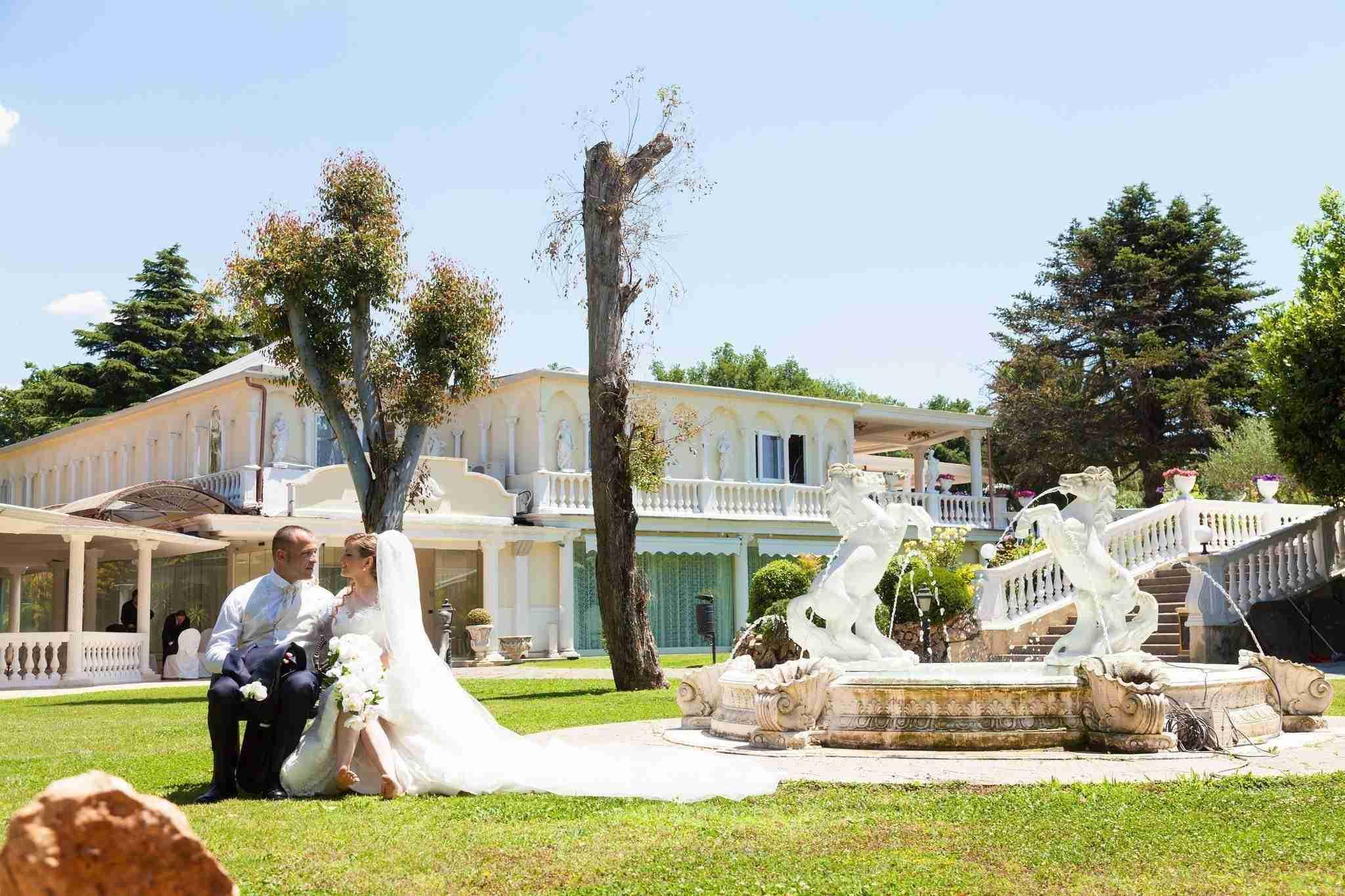 Matrimonio in Villa lago dei cigni: giardino, fontana