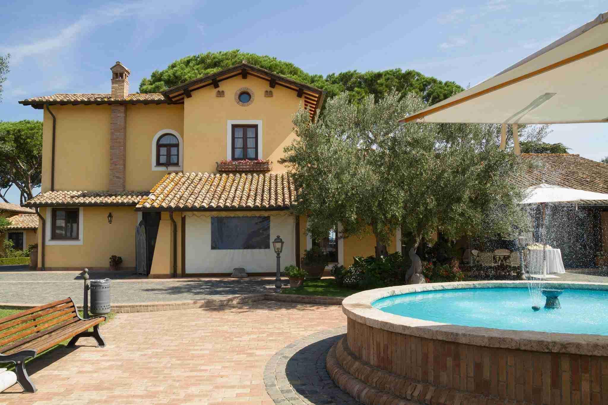 Matrimonio al Casale Antica Cassia: Giardino con fontana