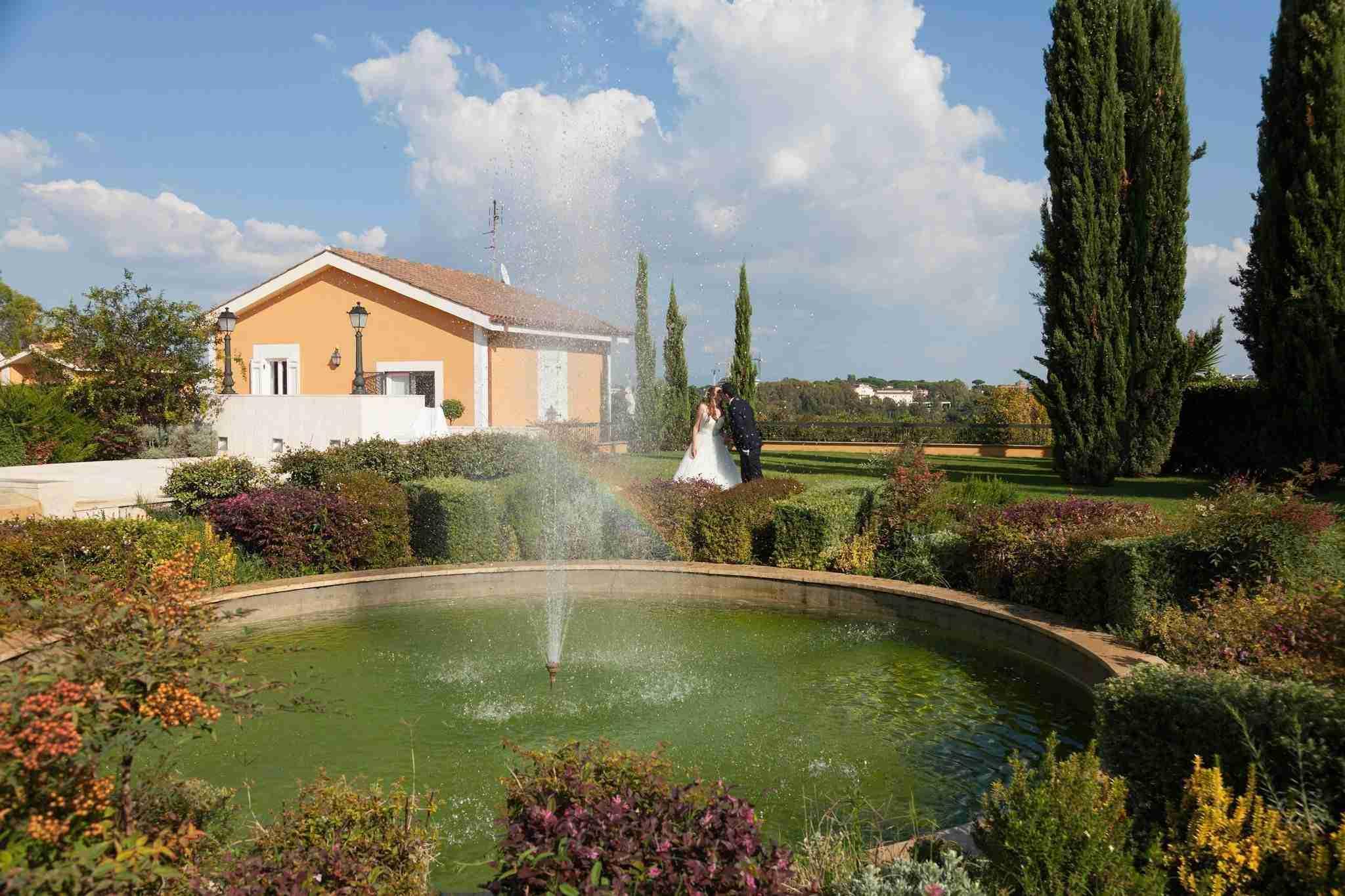 Matrimonio al Casale Realmonte: Esterno, giardino, fontana