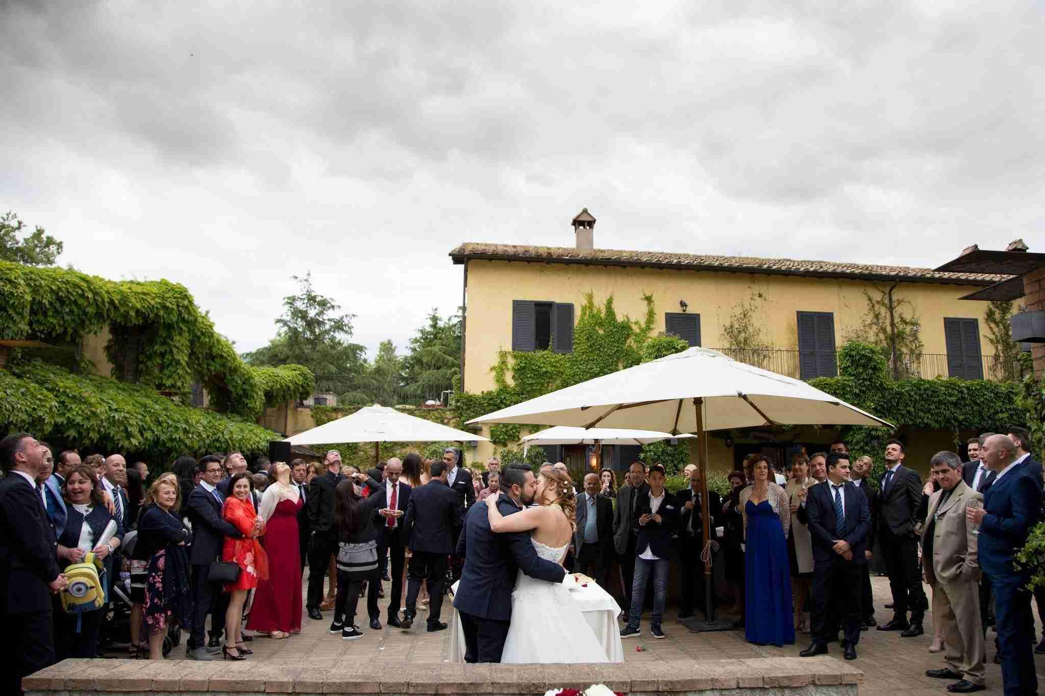 Matrimonio al Casale Santa Brigida: Ricevimento esterno, giardino