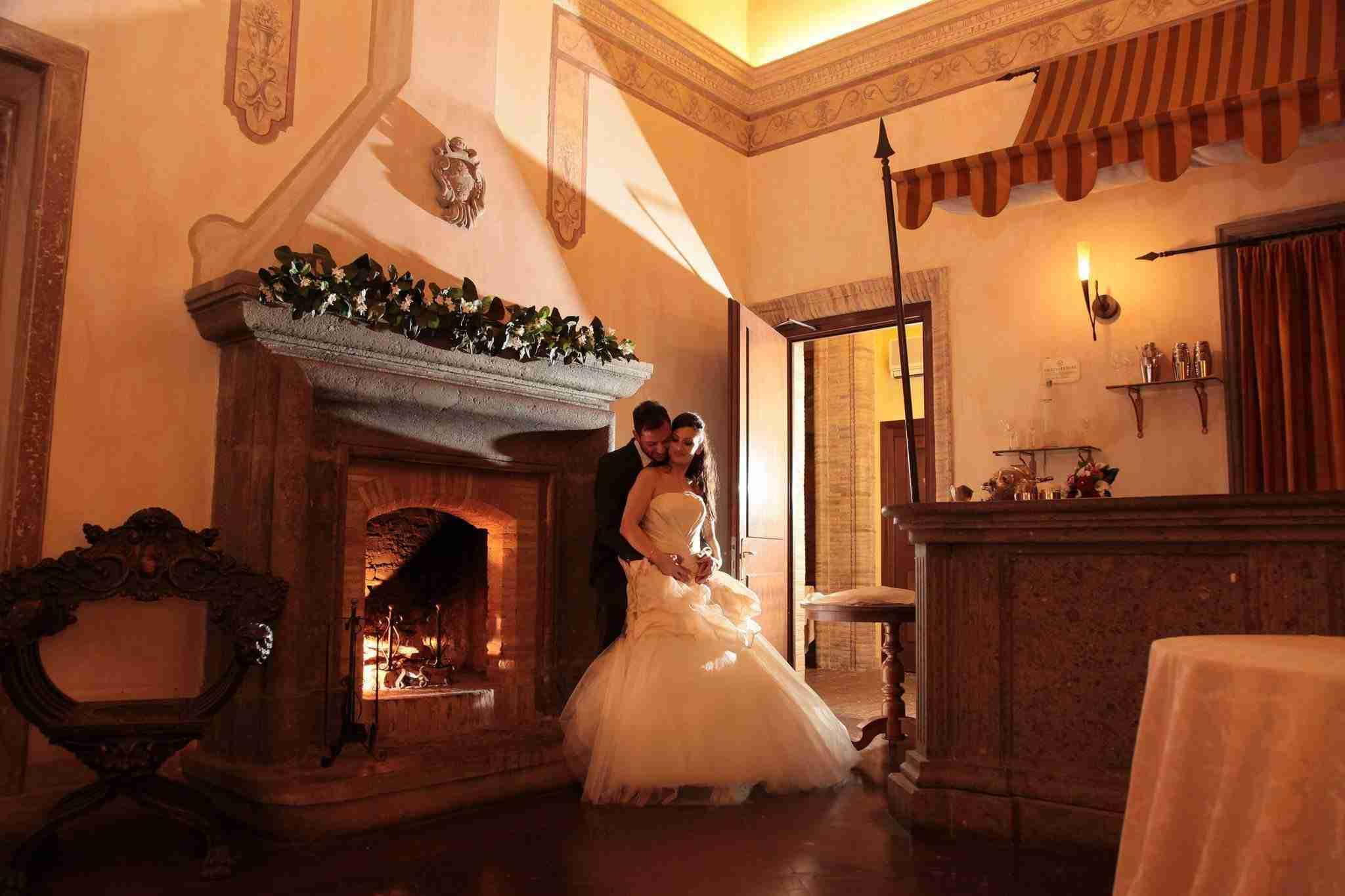 Matrimonio al Castello della Castelluccia, sala interna, camino