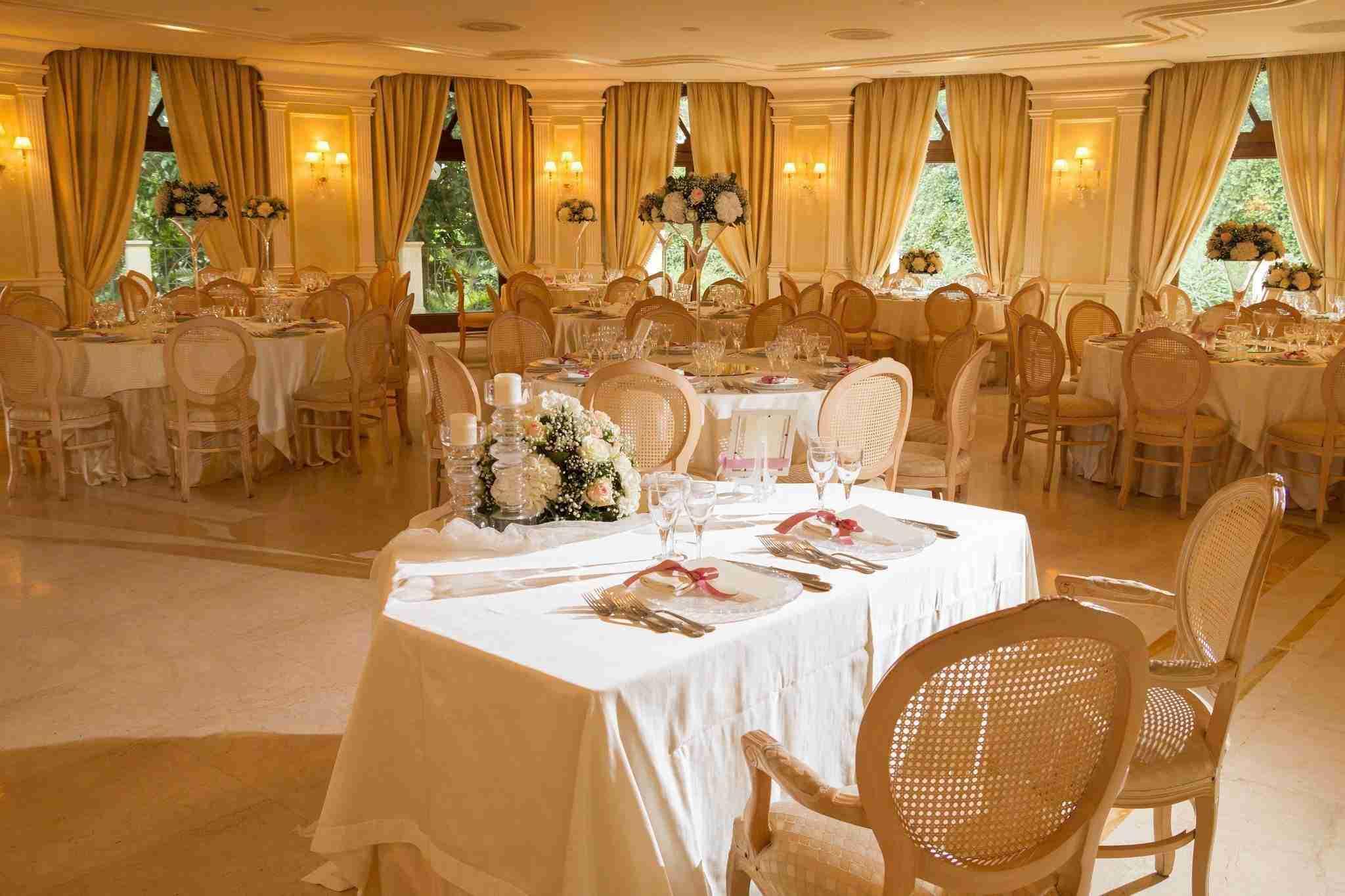 Matrimonio all'hotel villa Ferrata: sala interna ricevimento