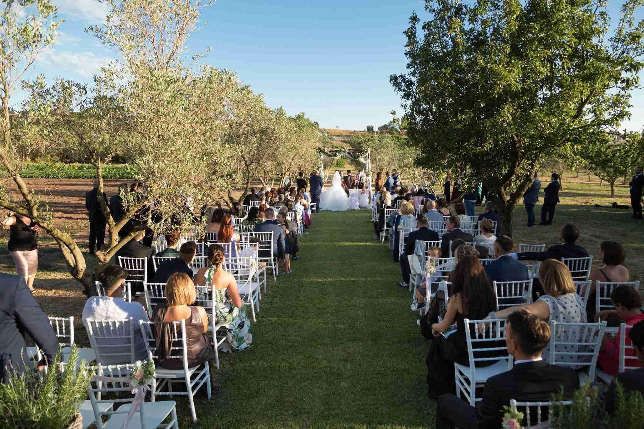 Matrimonio in Villa le Jarden Potager: Cerimonia all'esterno
