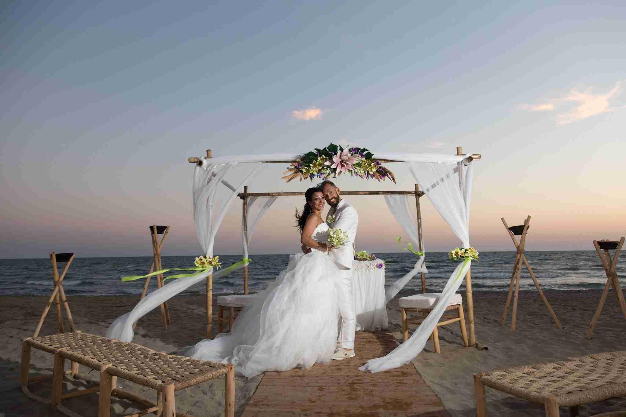Matrimonio al Mare al Naut in Club: Cerimonia sulla spiaggia