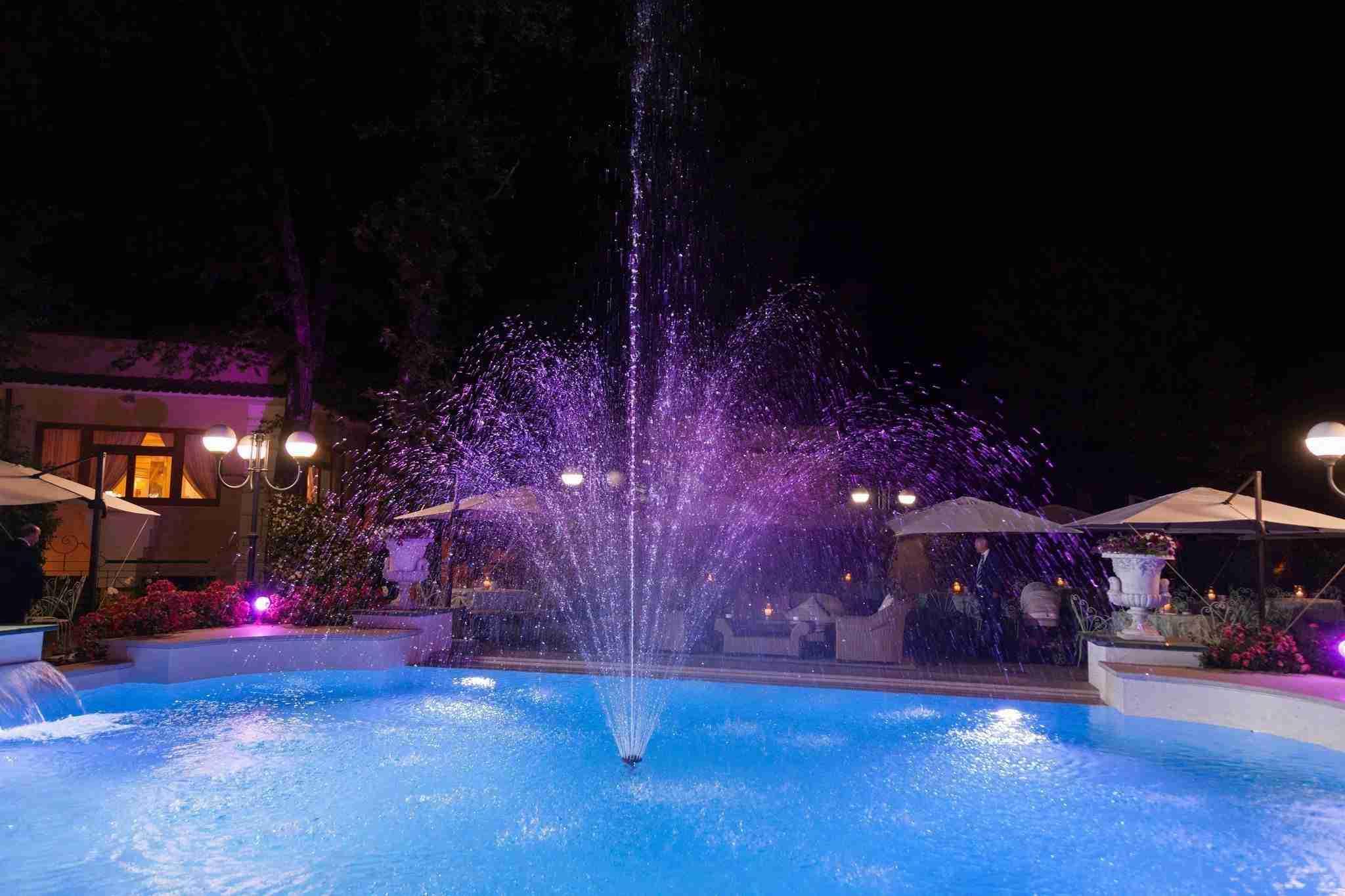 Matrimonio al ristorante la Foresta: piscina con fontana