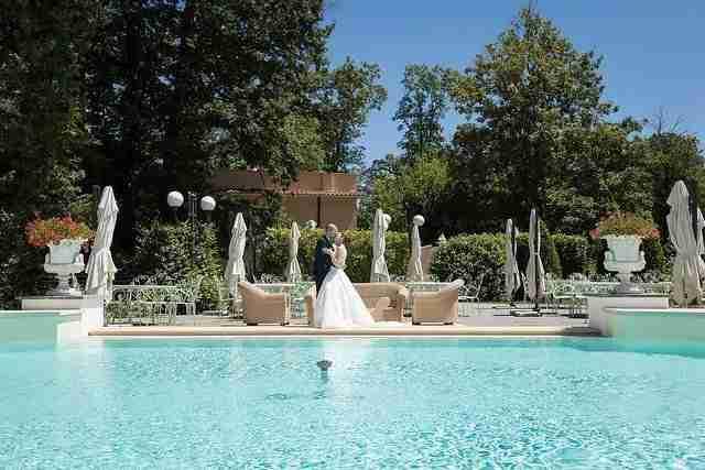 Matrimonio al ristorante la Foresta: Ricevimento all'esterno in giardino