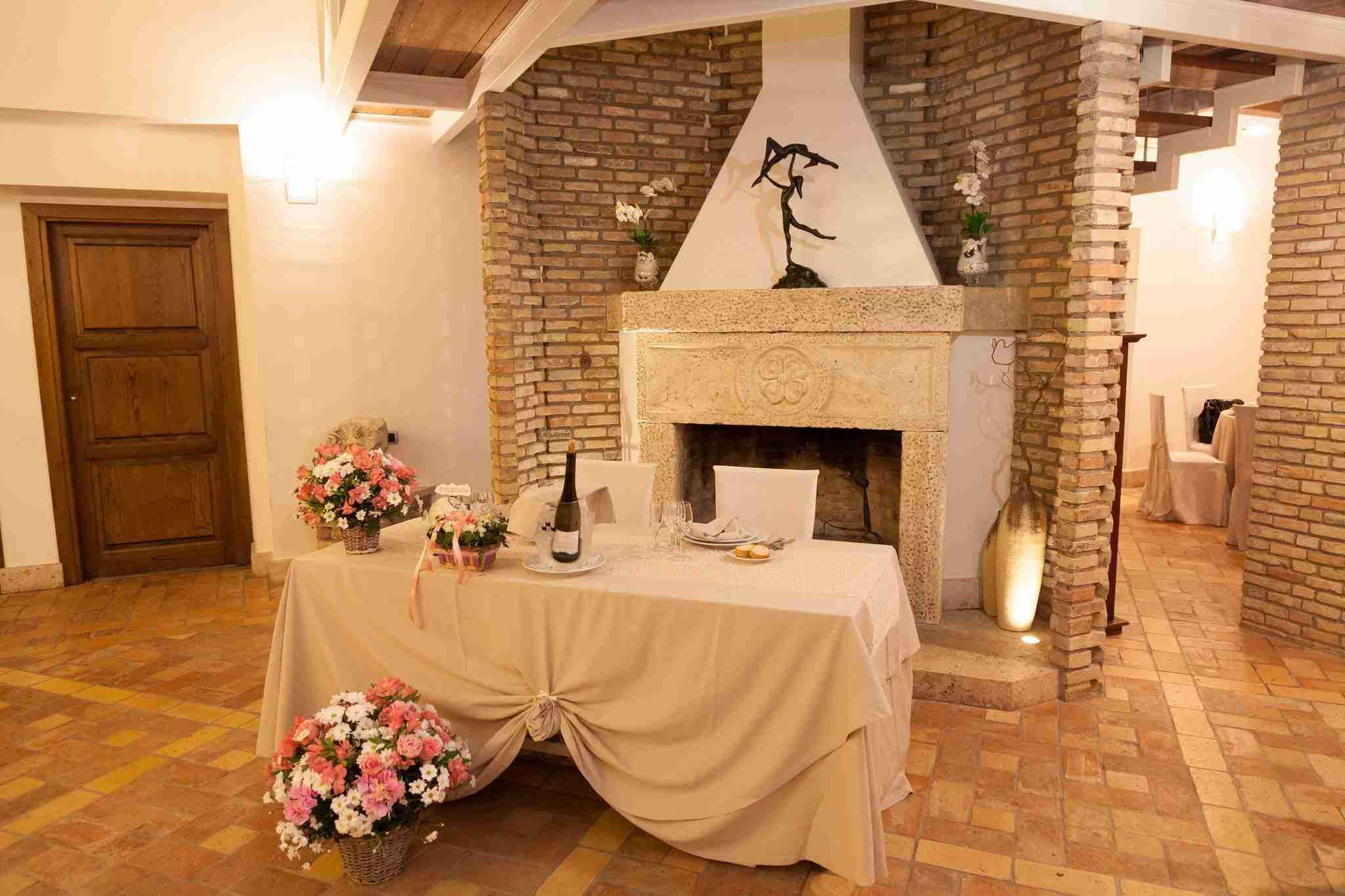 Matrimonio alla tenuta degli Alfei: Interno, camino