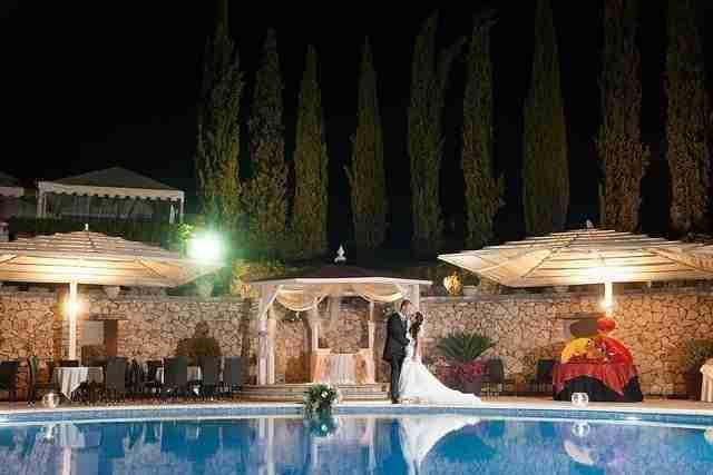 Matrimonio alla tenuta degli Alfei: Giardino con piscina