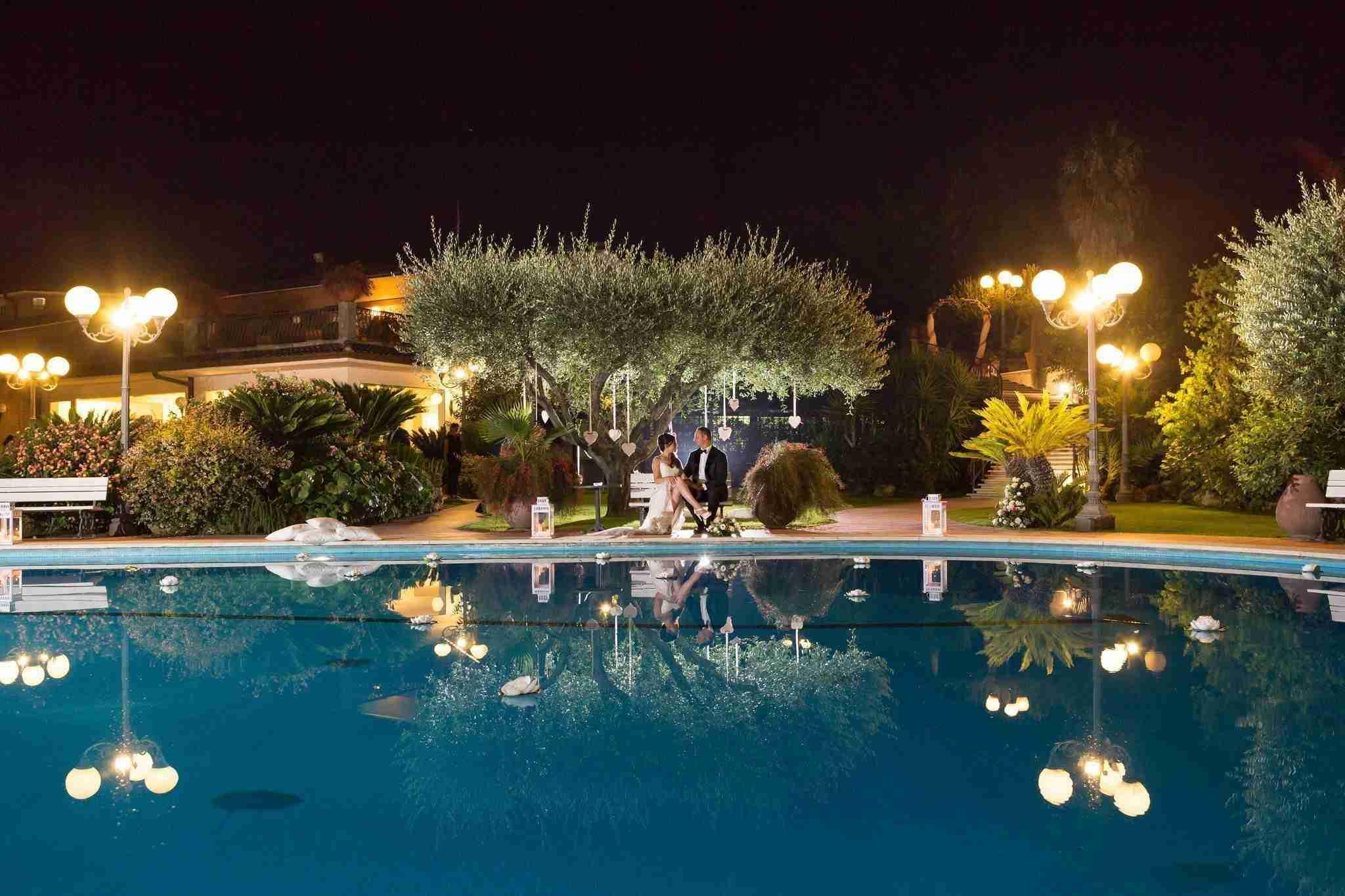 Matrimonio a Villa Cinardi: Esterno, piscina in notturno