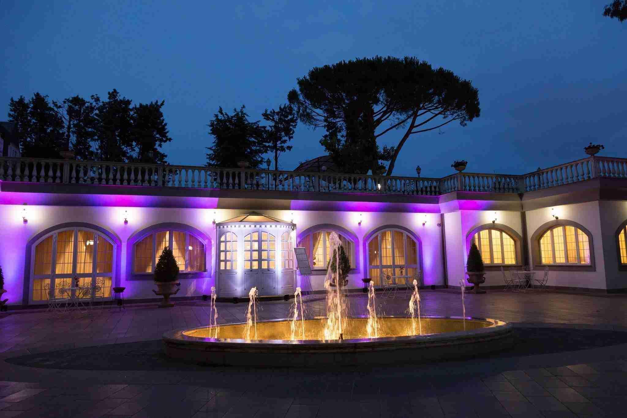 Matrimonio a Villa York: Esterni in notturno