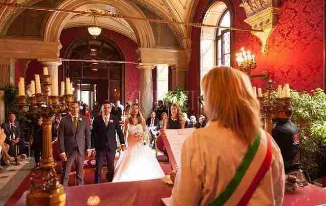 Matrimonio In Comune : Come vestirti a un matrimonio civile il look della sposa foto